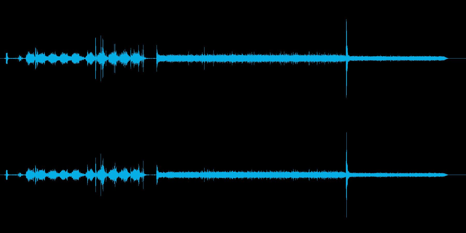 洗濯機の電源を入れてフタをする音の再生済みの波形