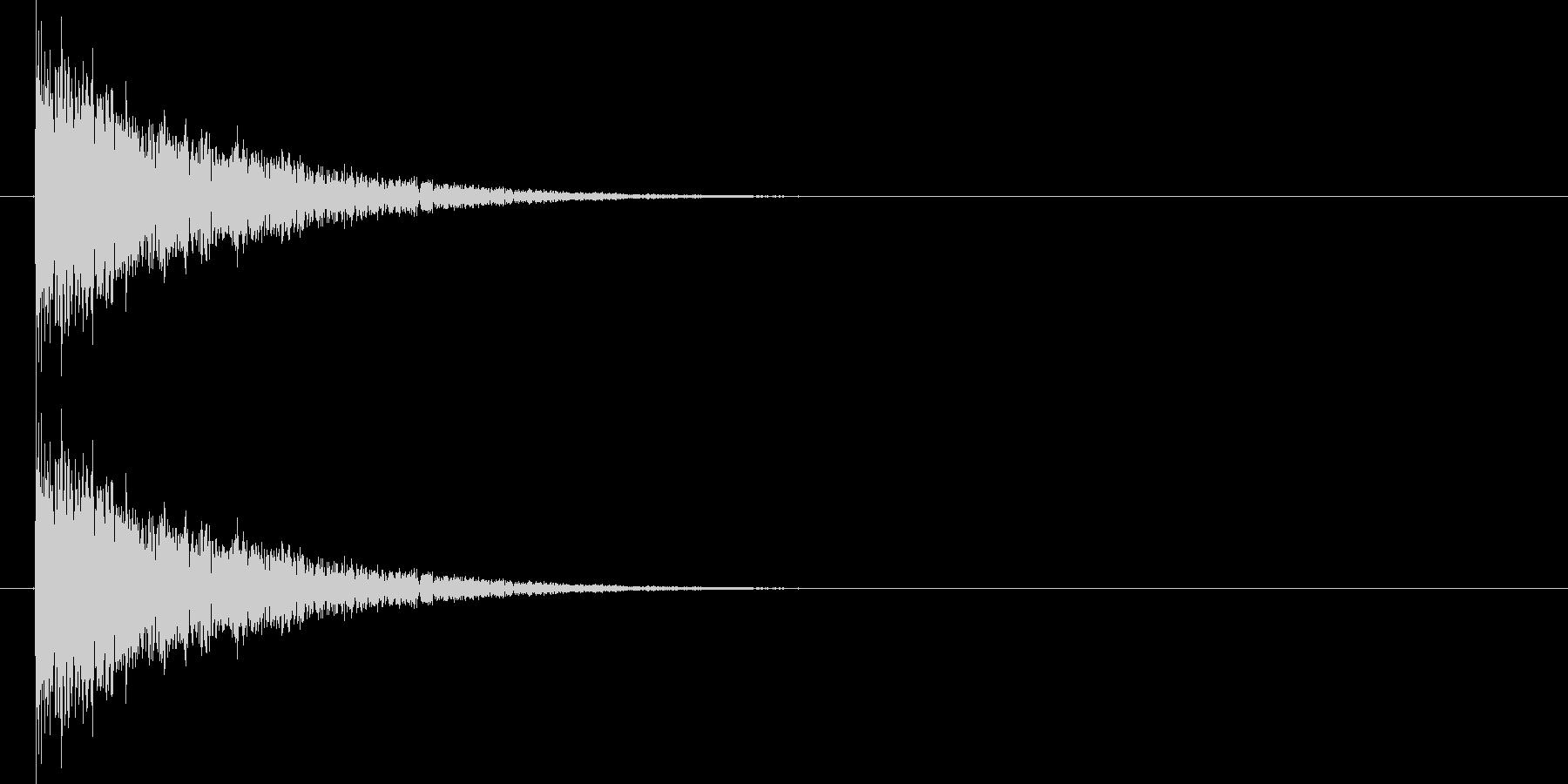 バシーィィィッ 効果音、格闘などの余韻…の未再生の波形