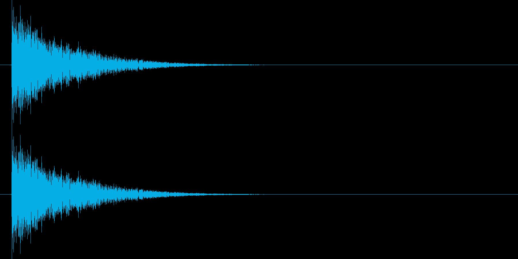 バシーィィィッ 効果音、格闘などの余韻…の再生済みの波形
