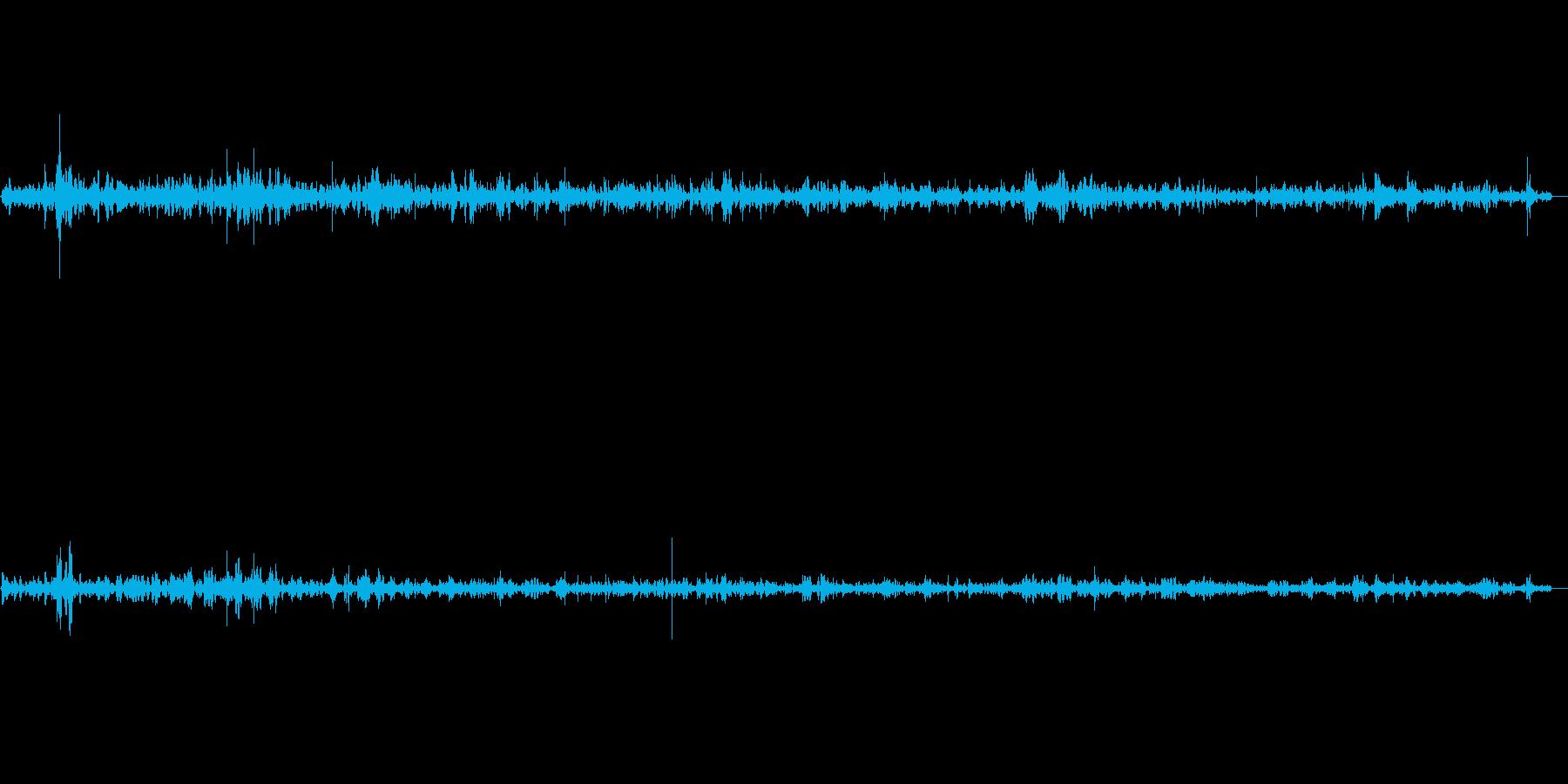 建物に当たる雨(環境音)の再生済みの波形