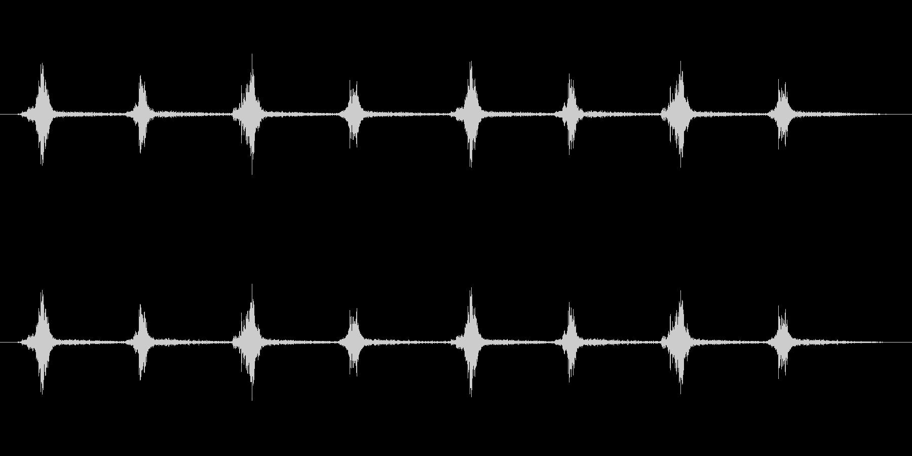 鎧を装備した足音の未再生の波形