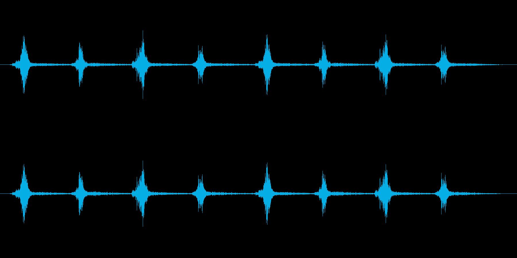 鎧を装備した足音の再生済みの波形