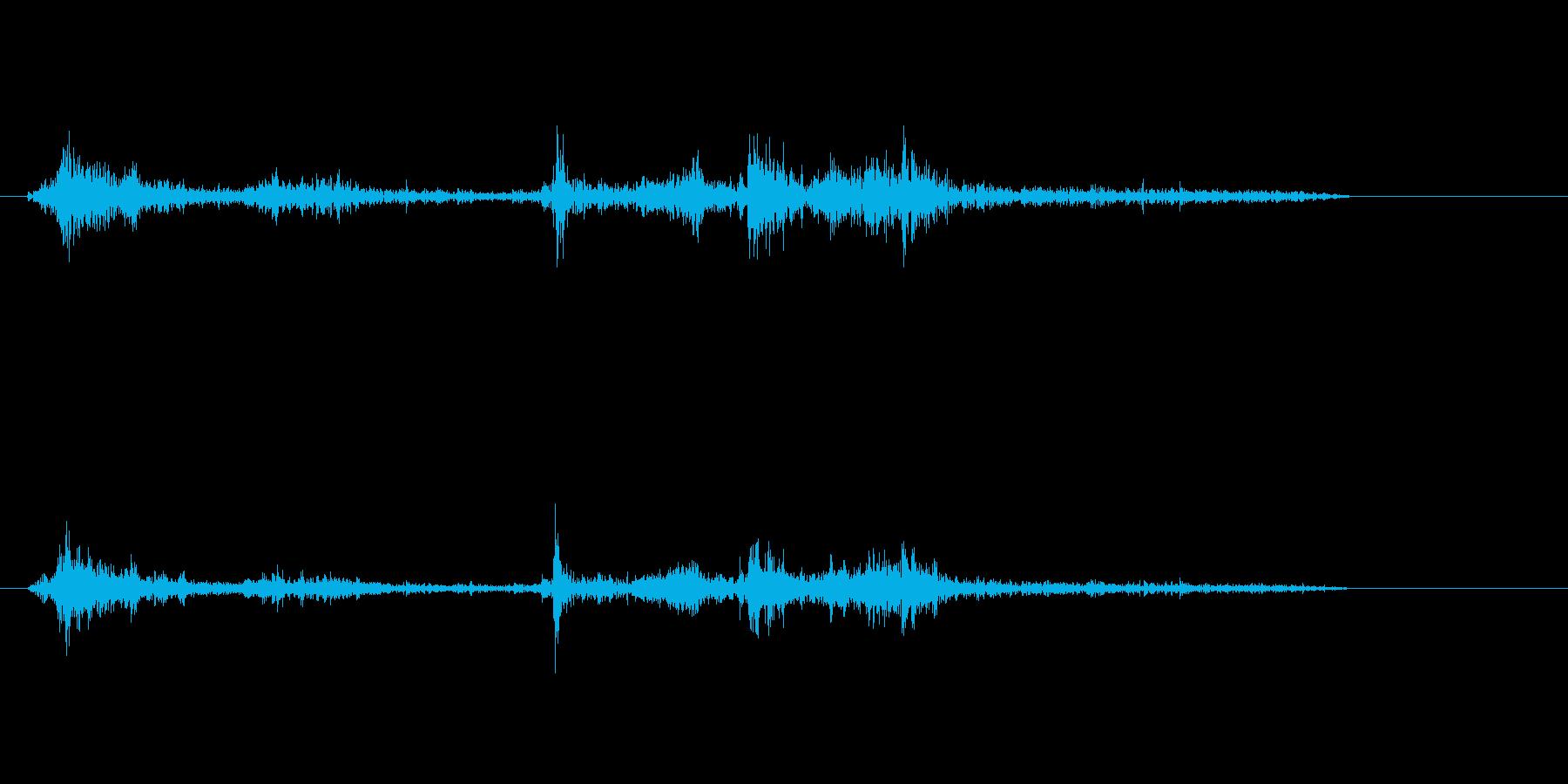 シュペラッ(本をめくる音)の再生済みの波形