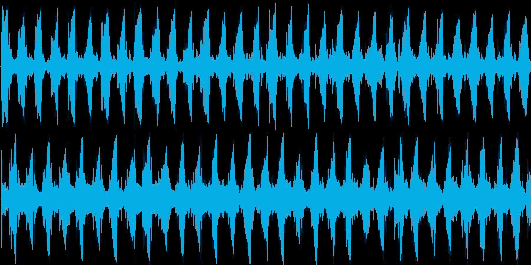スクラッチが特徴の電子的なテクノの再生済みの波形