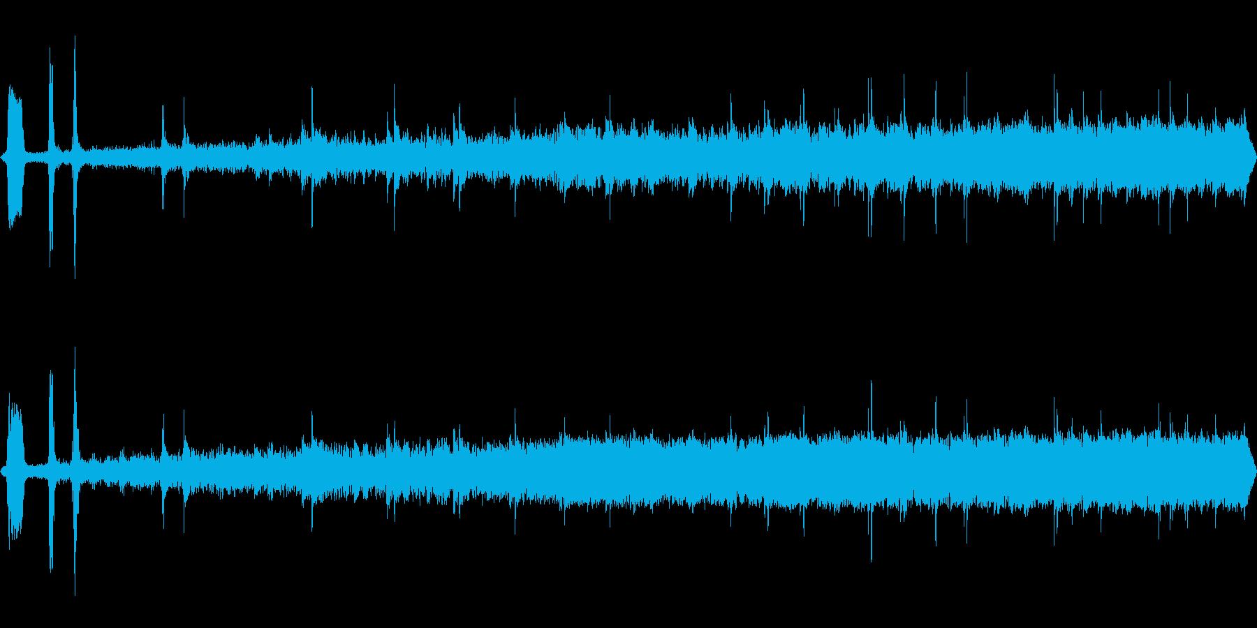 レトロな列車の出発 警笛 ガタンゴトンの再生済みの波形