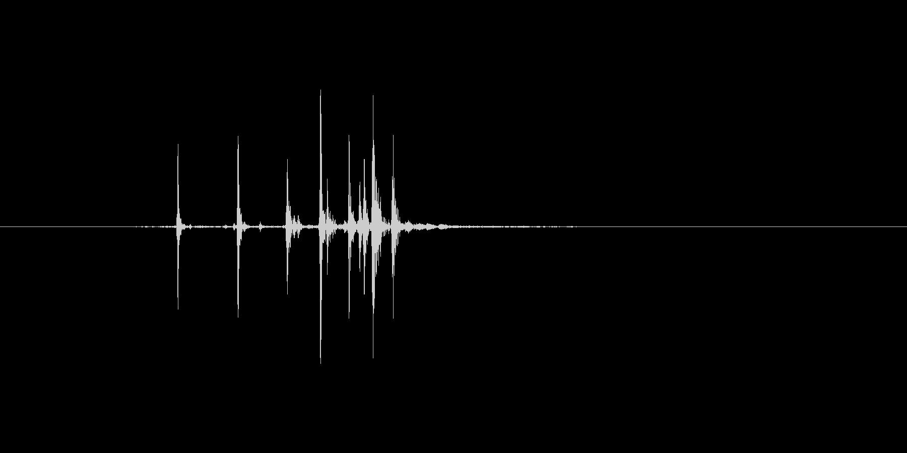 木の割り箸を割る(パキッ)の未再生の波形