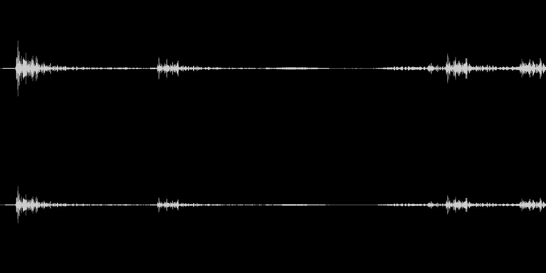 カチャッ (ドアを開ける物音・木製製品)の未再生の波形