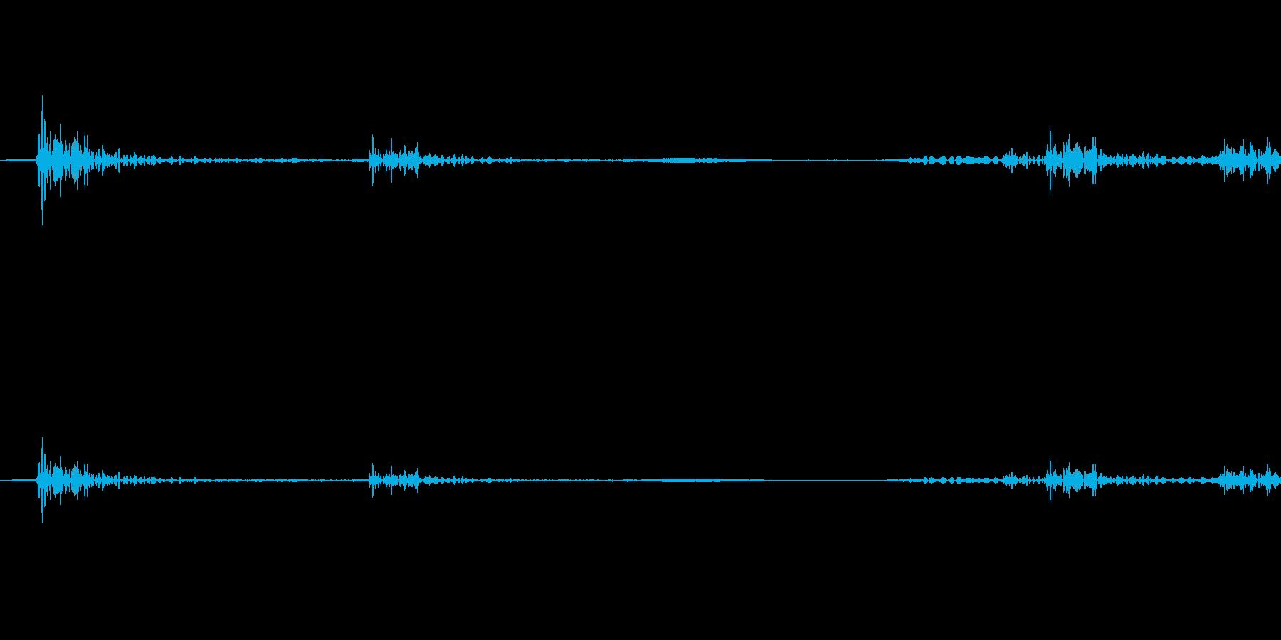 カチャッ (ドアを開ける物音・木製製品)の再生済みの波形