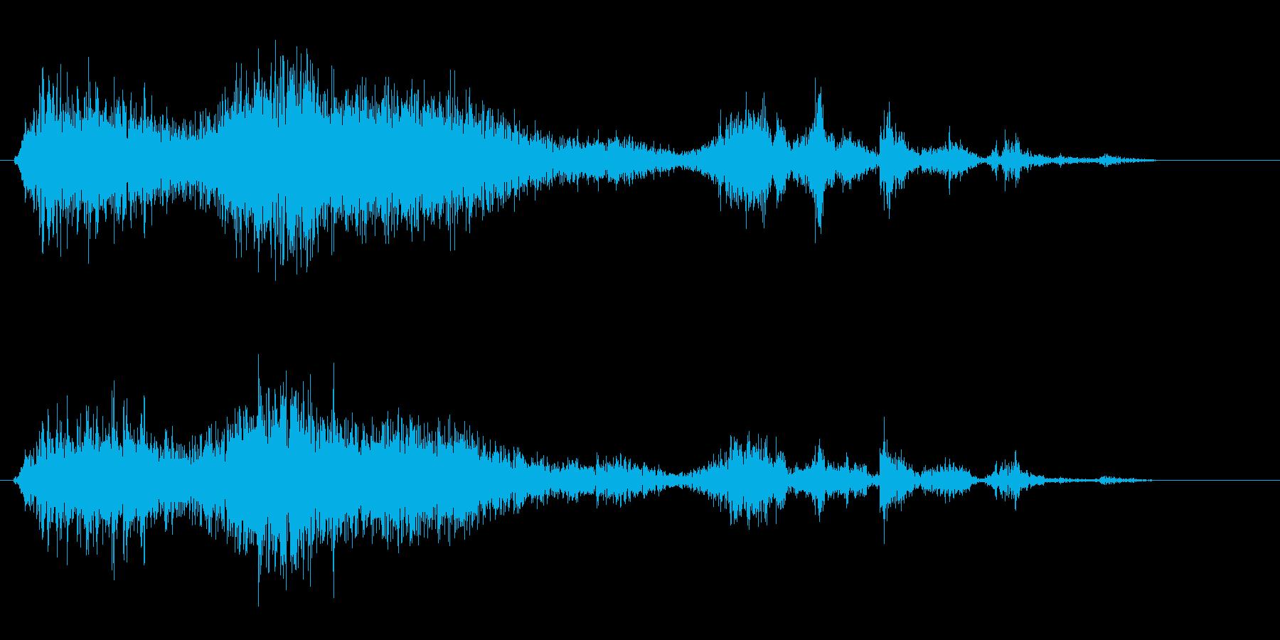 ペラリと紙をめくる音の再生済みの波形