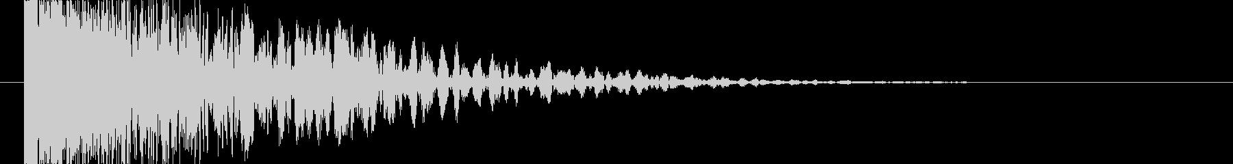 衝突音の後にゴロゴロとした余韻の未再生の波形