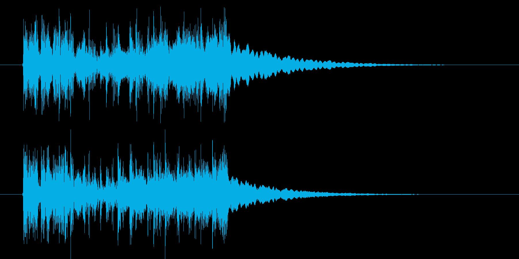 力強いシンセサイザーの音の再生済みの波形