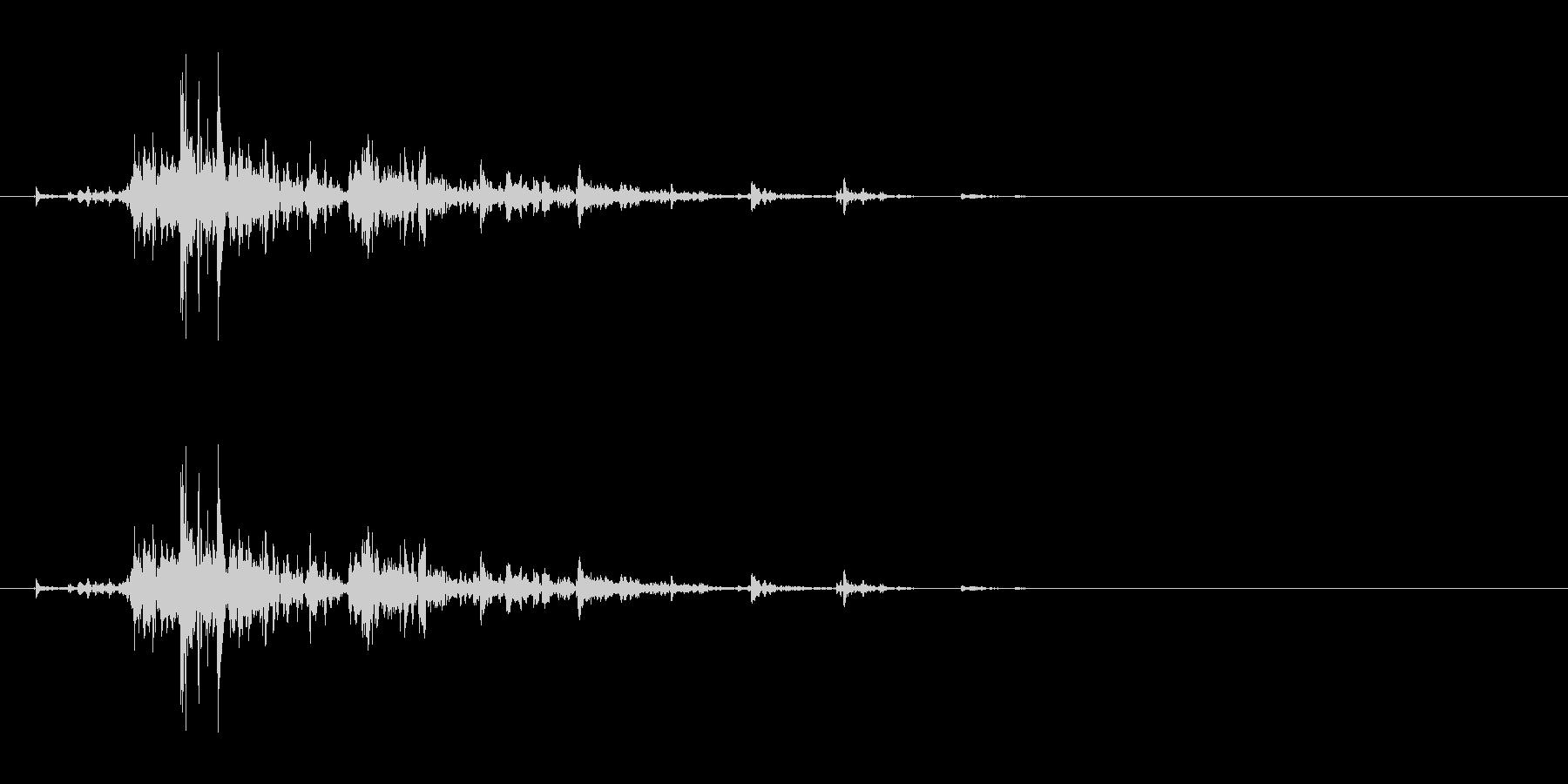 「シャン!」ウッドチャイムの渇いた単発音の未再生の波形