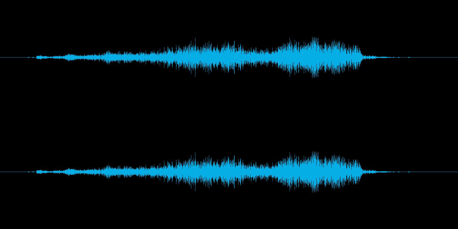 ズズッ(重い扉を開ける音の再生済みの波形