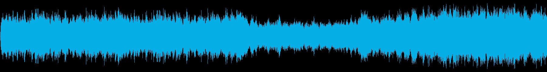 マーチ風の壮麗なオーケストラ曲の再生済みの波形