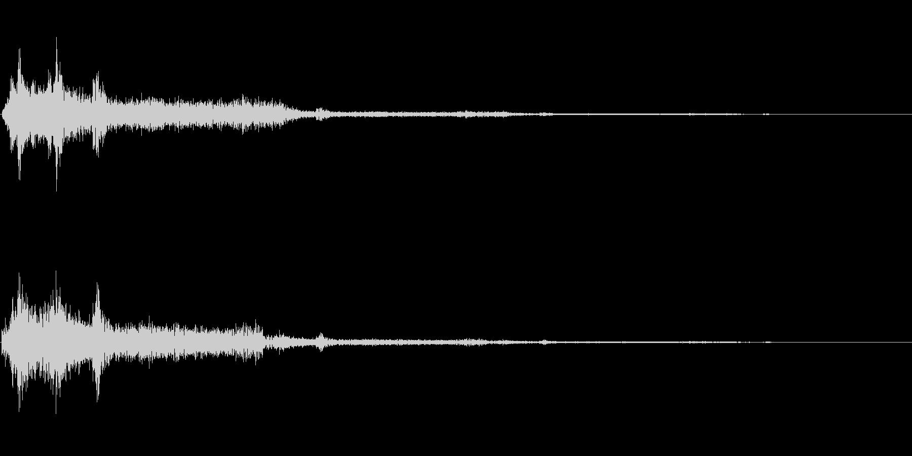 チャッ(タイピング音)の未再生の波形