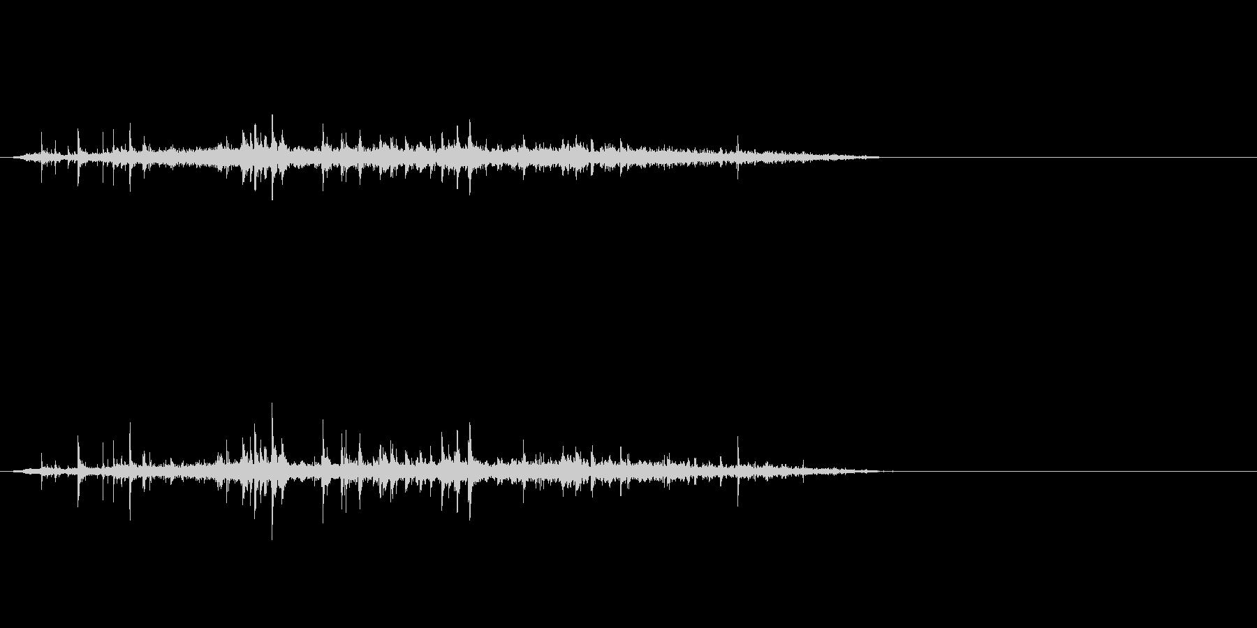 シュワーッ(炭酸飲料を注ぐ音、短め)の未再生の波形