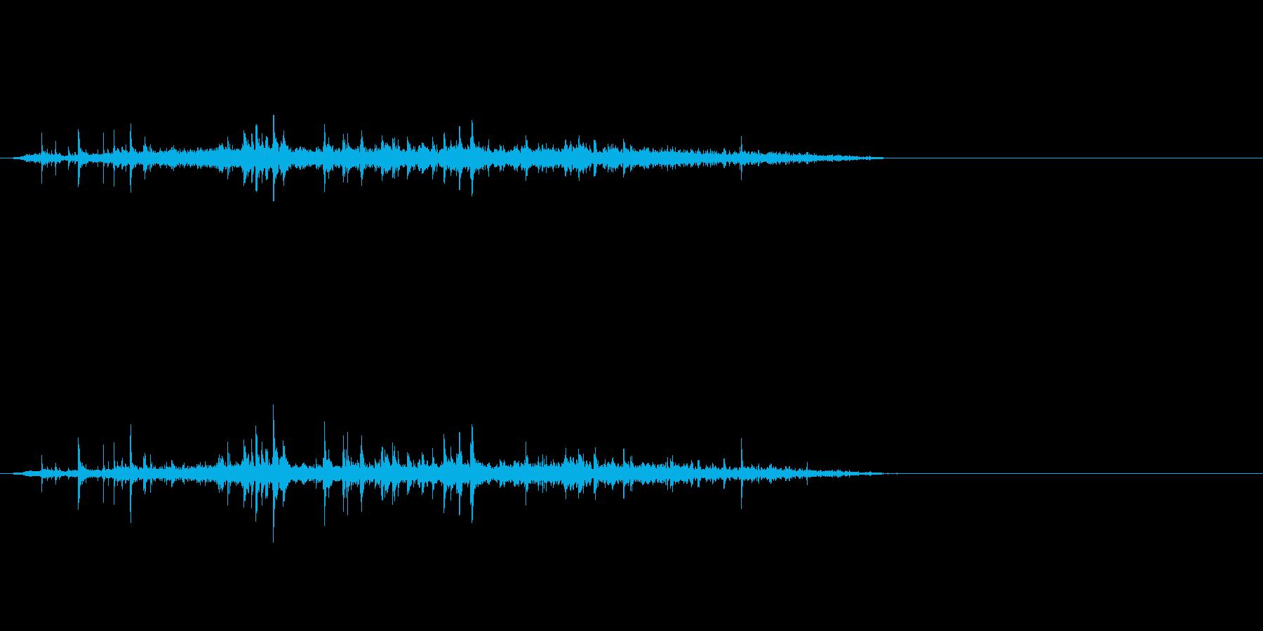 シュワーッ(炭酸飲料を注ぐ音、短め)の再生済みの波形