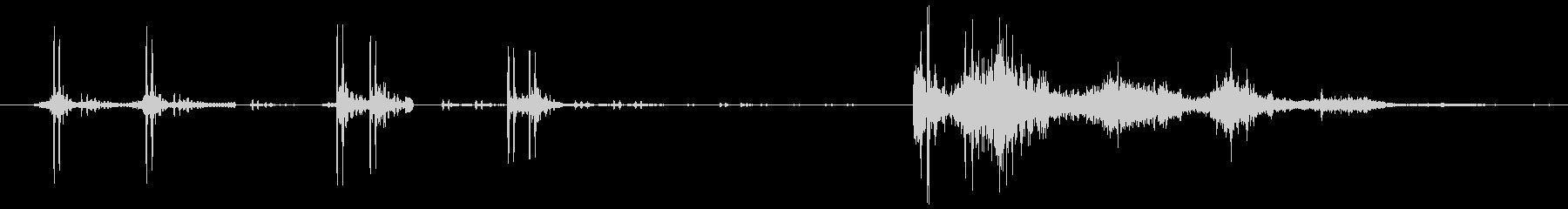 弓を引き絞り、矢を放つ(ギギギ、バシュ)の未再生の波形