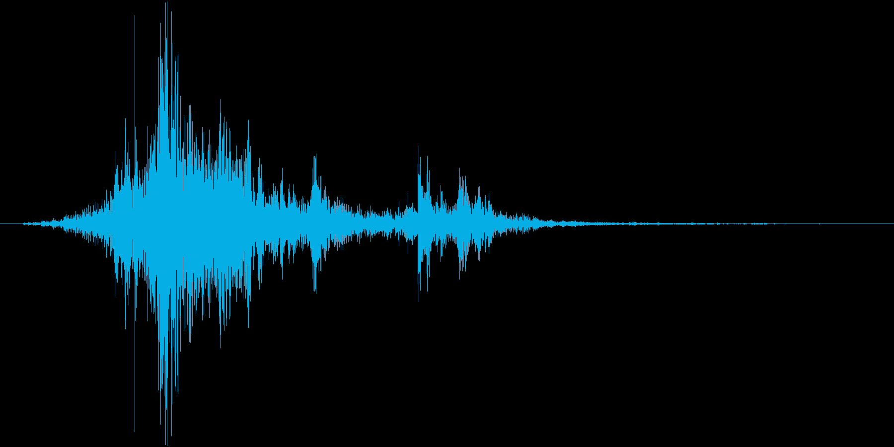 陶器や壺の破片がまとまって砕ける音の再生済みの波形