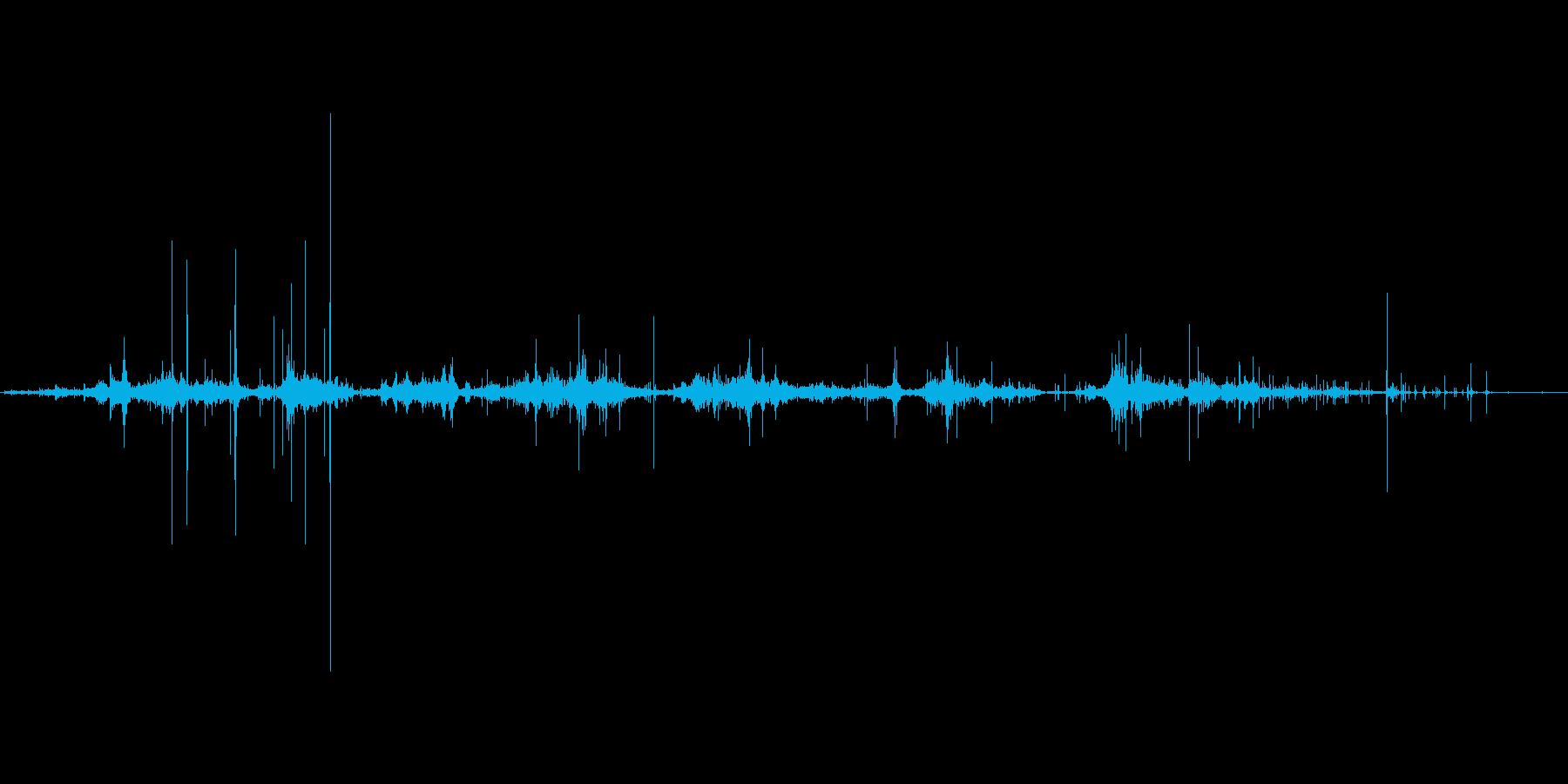 紙をぐしゃぐしゃ丸める音。の再生済みの波形