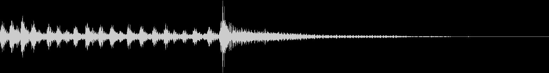 短めのキッチリ止まるタイプのドラムロールの未再生の波形