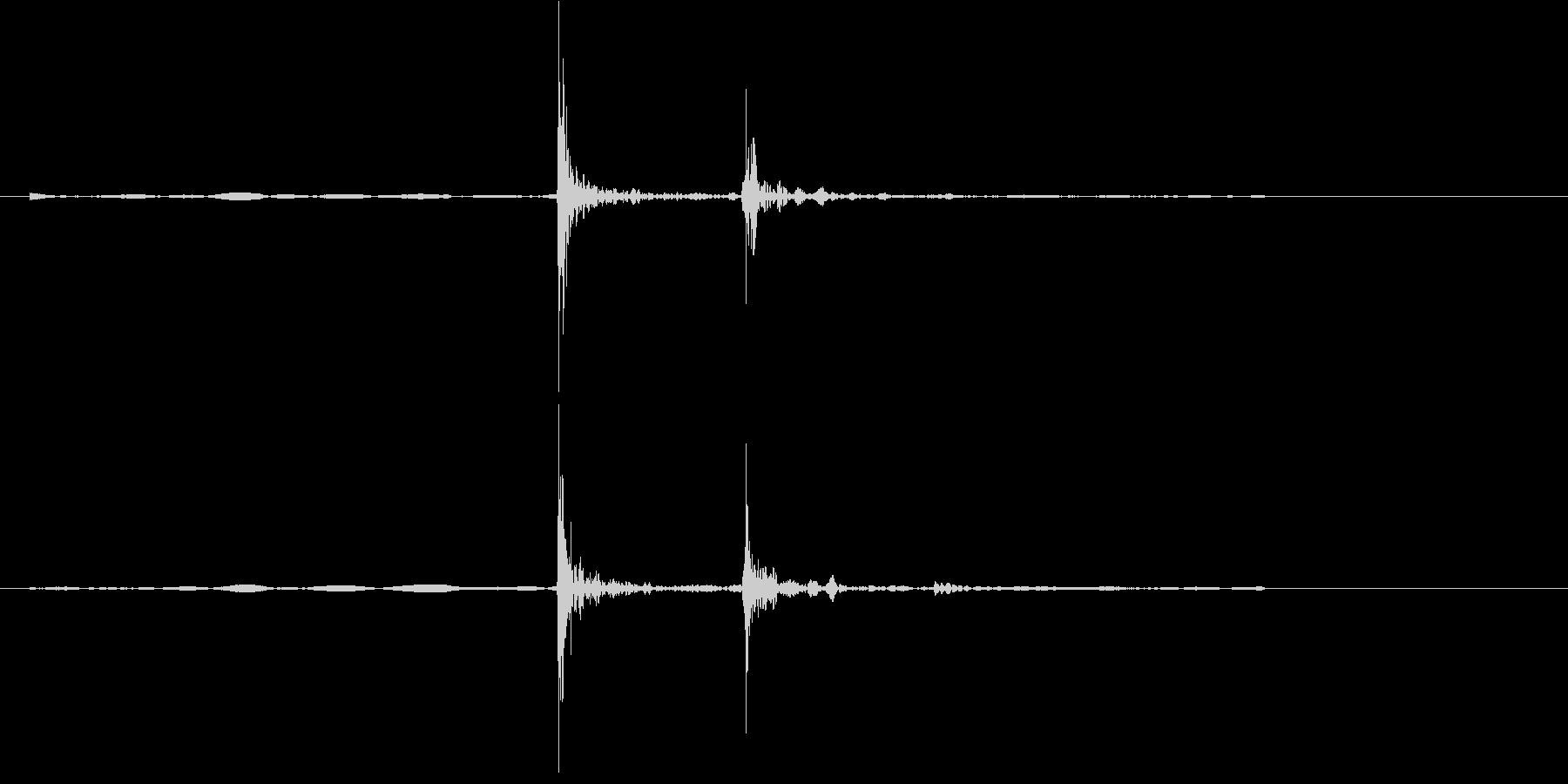 ガラステーブルに物を置く音の未再生の波形