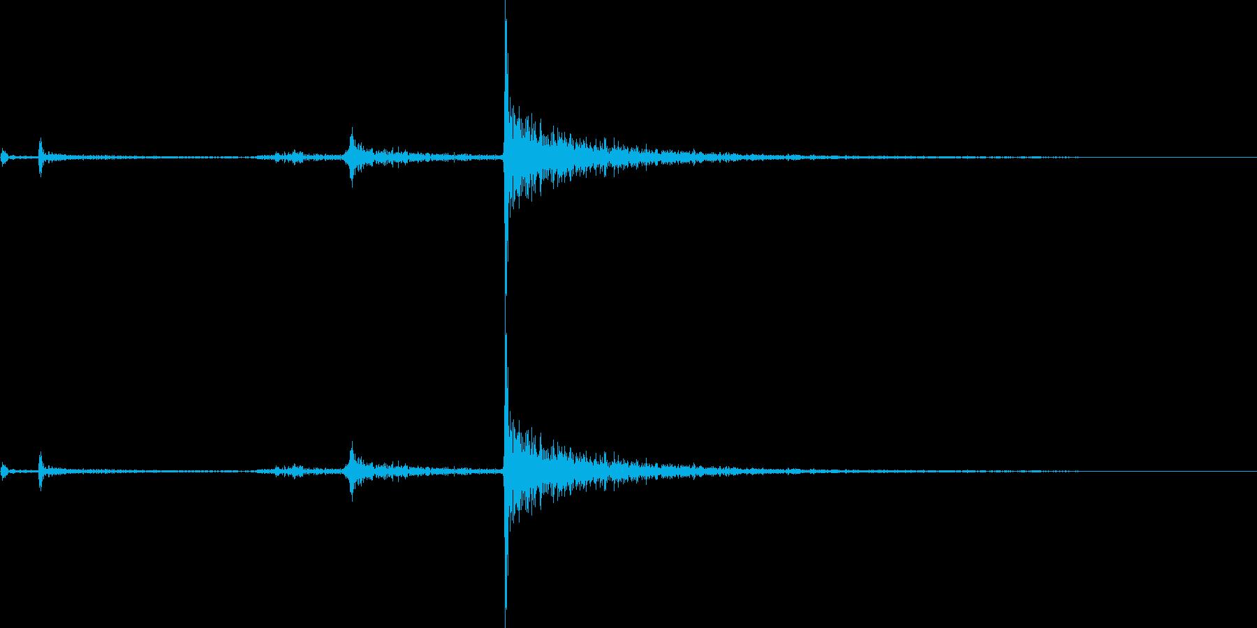 カチャリ(鍵をかける音)の再生済みの波形