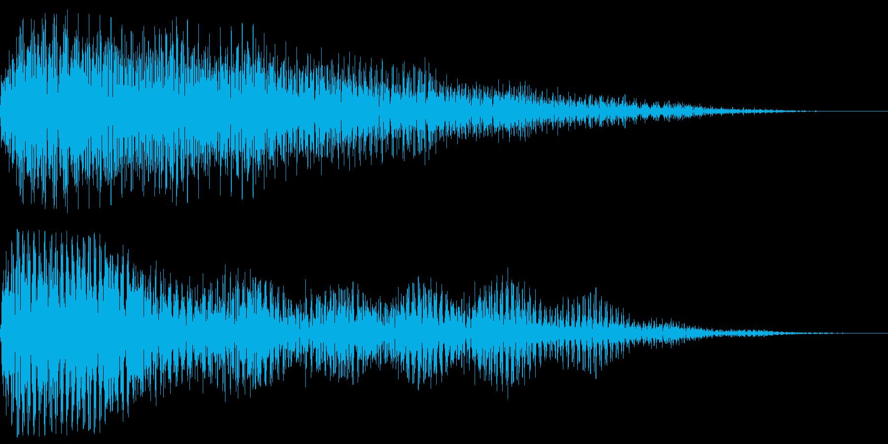 ホラーにありそうな効果音です。暗く低い…の再生済みの波形