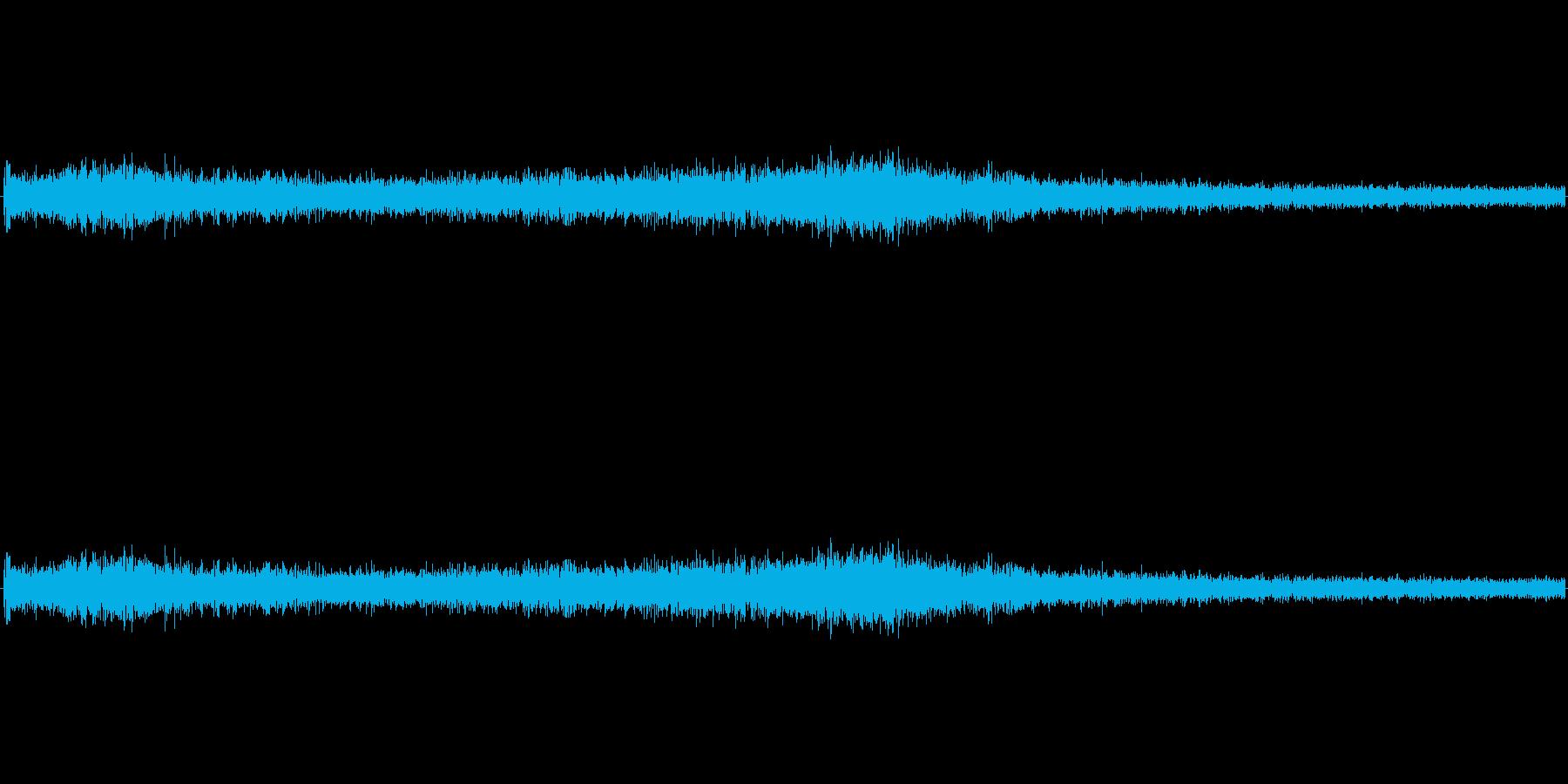 【生音】ゴー、、、ゴー、、という車通過音の再生済みの波形