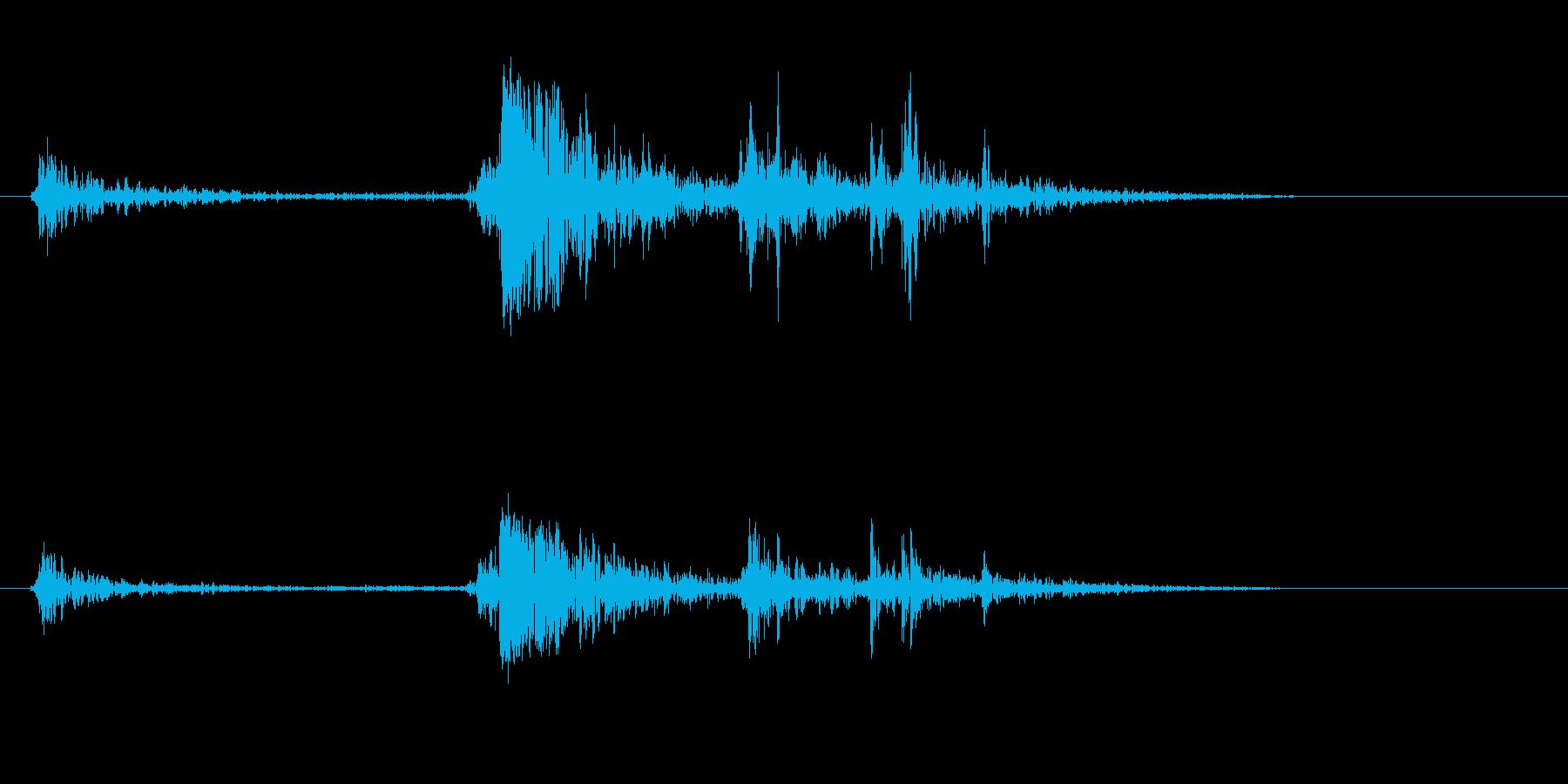 カチャッという高い音の効果音の再生済みの波形