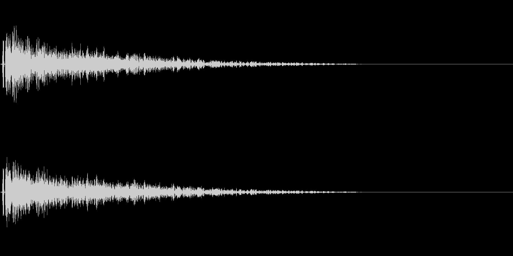 金属的な決定音。「ガーン」「ドーン」の未再生の波形