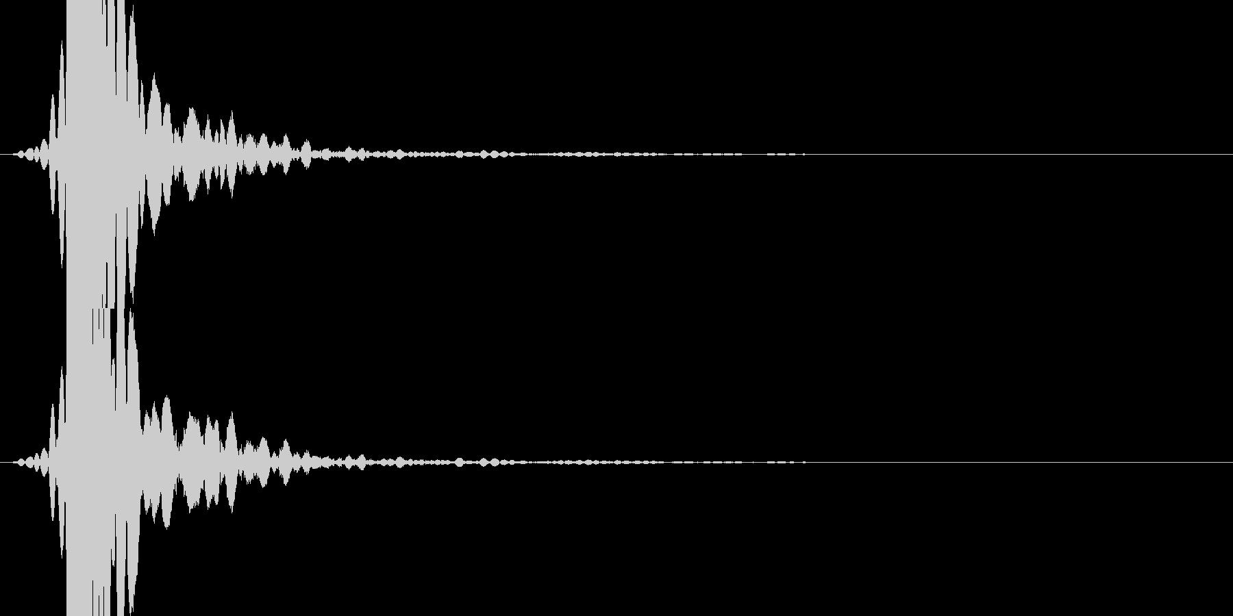 「ドスっ!」キック・蹴る1の未再生の波形