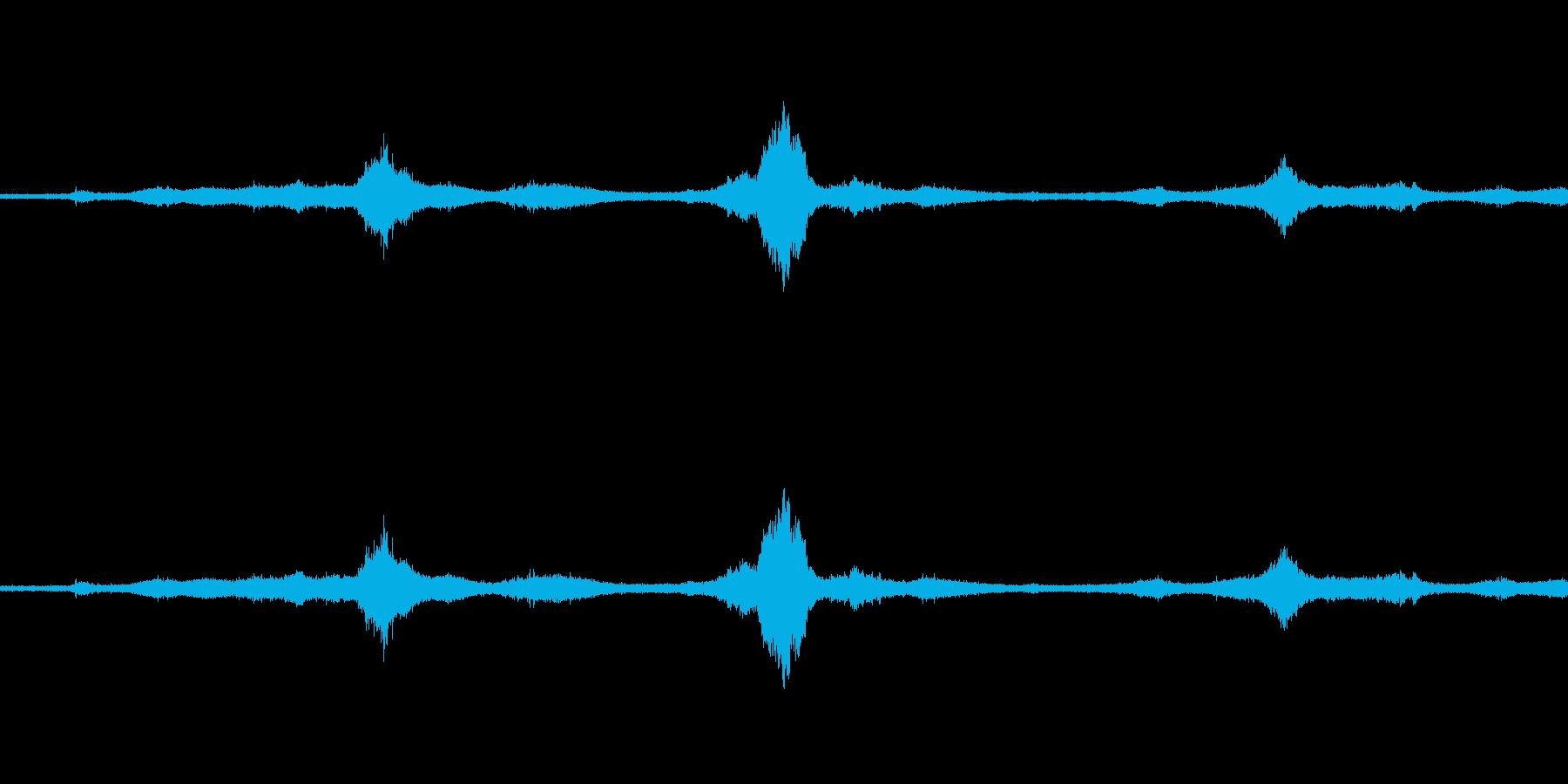 【生音】雷12 - 風と雷と通行音の再生済みの波形