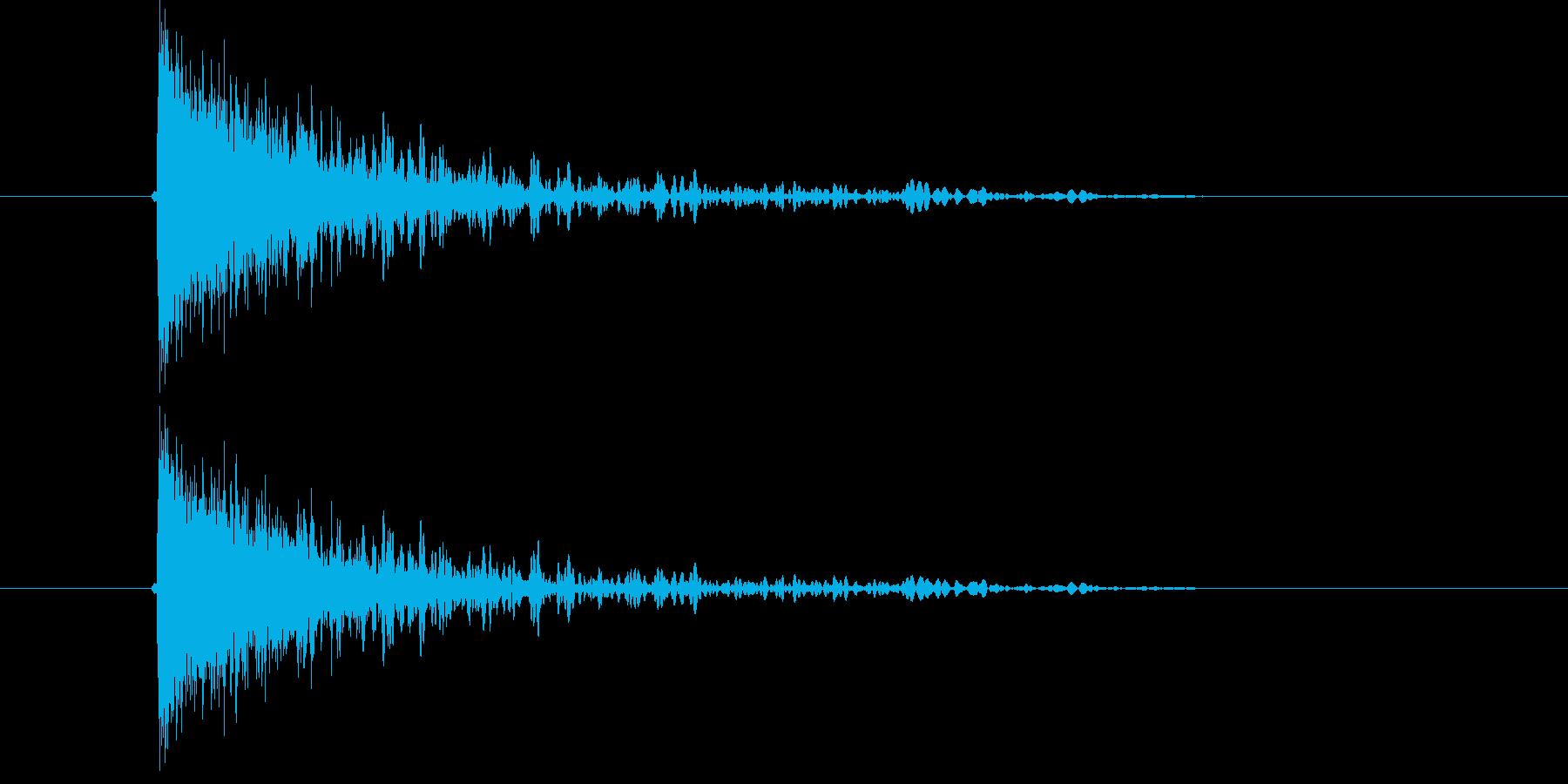 ドーン!ガシャーン!爆発音の再生済みの波形