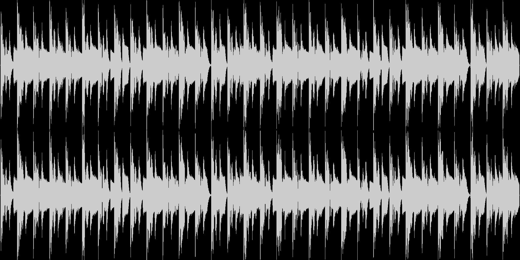 リズムを強調した淡々と伸びやかな楽曲の未再生の波形
