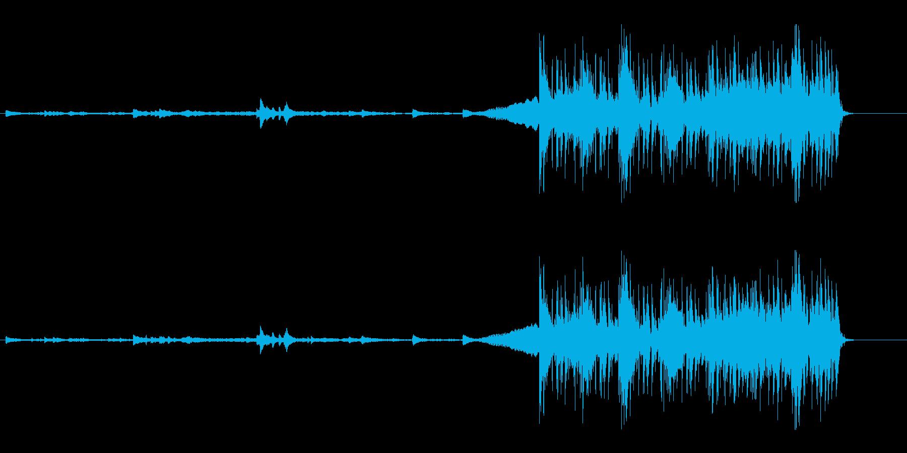 不穏な静けさから一転するピアノインストの再生済みの波形