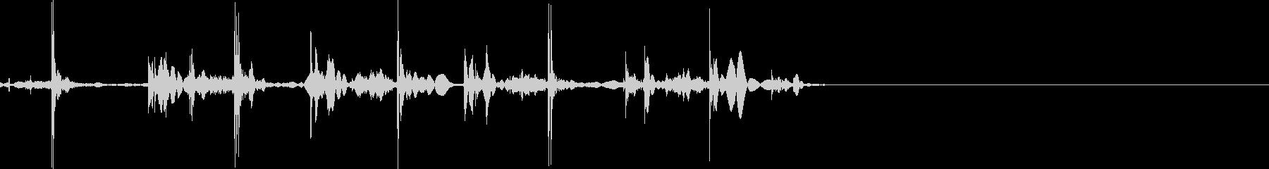 シュッシュッシュッ(トランプを配る)の未再生の波形