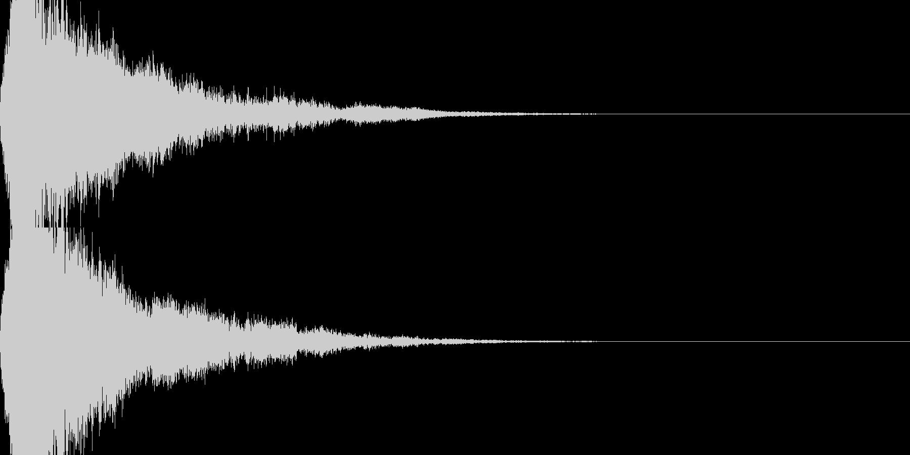 ガキーン・甲高い音で衝突する刀の未再生の波形