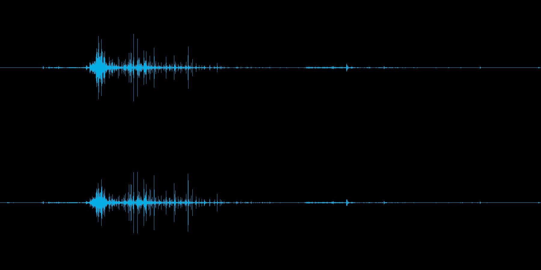 【生音】蹴る・砂利 「ざっ・ざりっ」の再生済みの波形