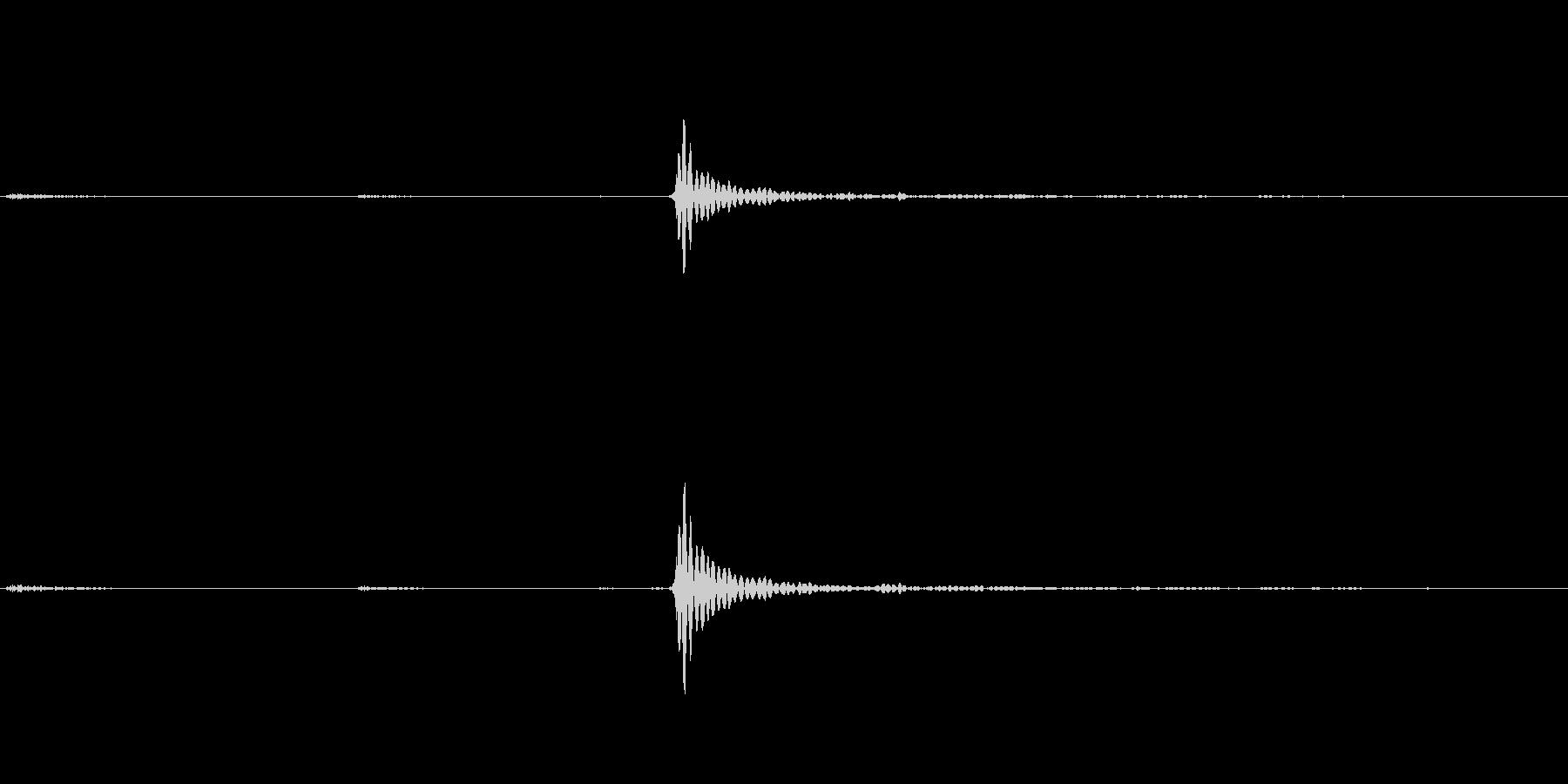 カリッ(錠剤などの硬い物を噛む音)の未再生の波形