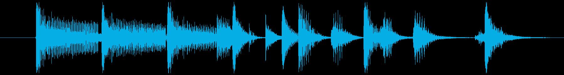 ピアノとベースとドラムのジングルの再生済みの波形
