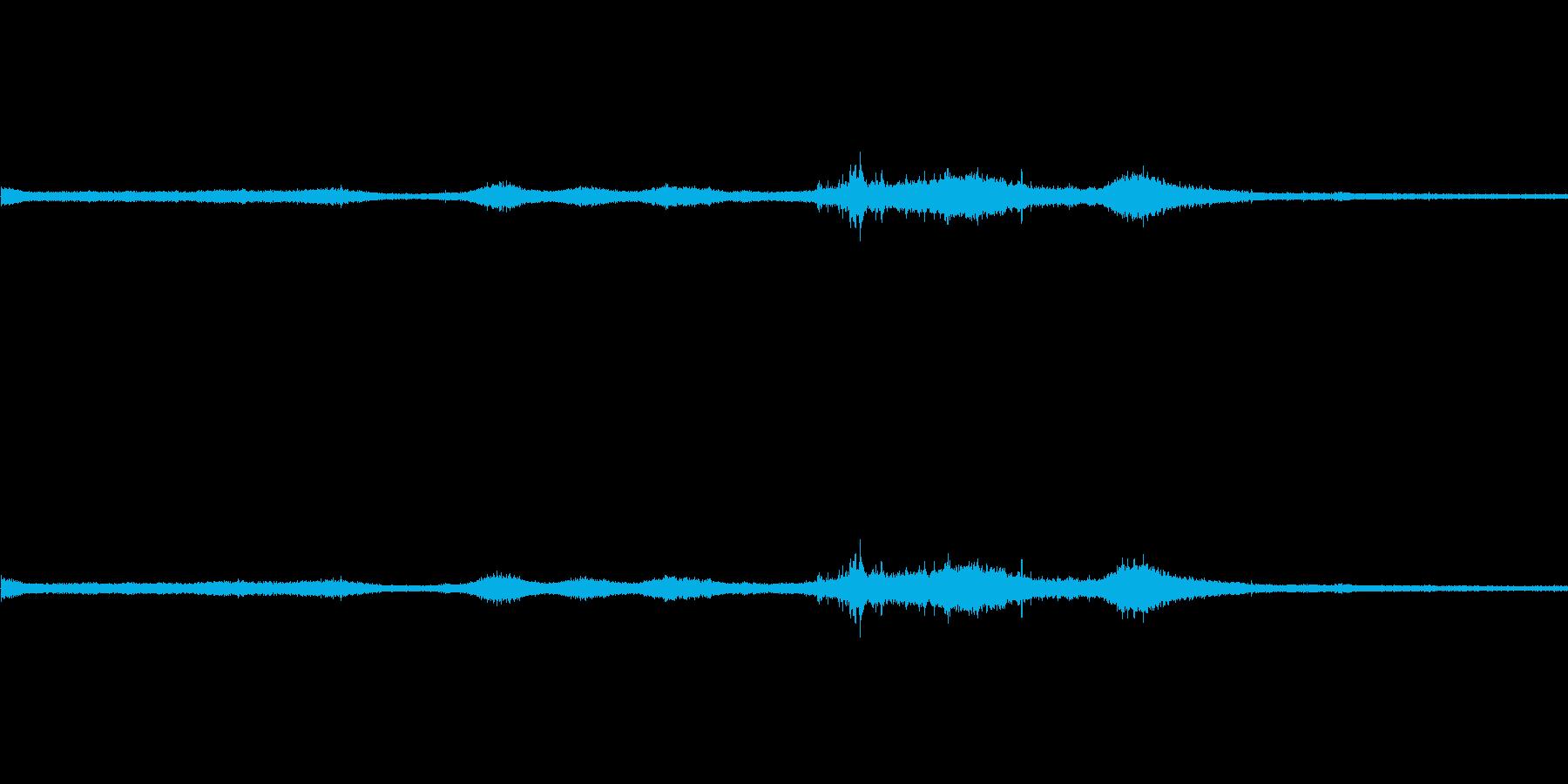 【生音】雷雨17 - 雨と雷と通行音の再生済みの波形