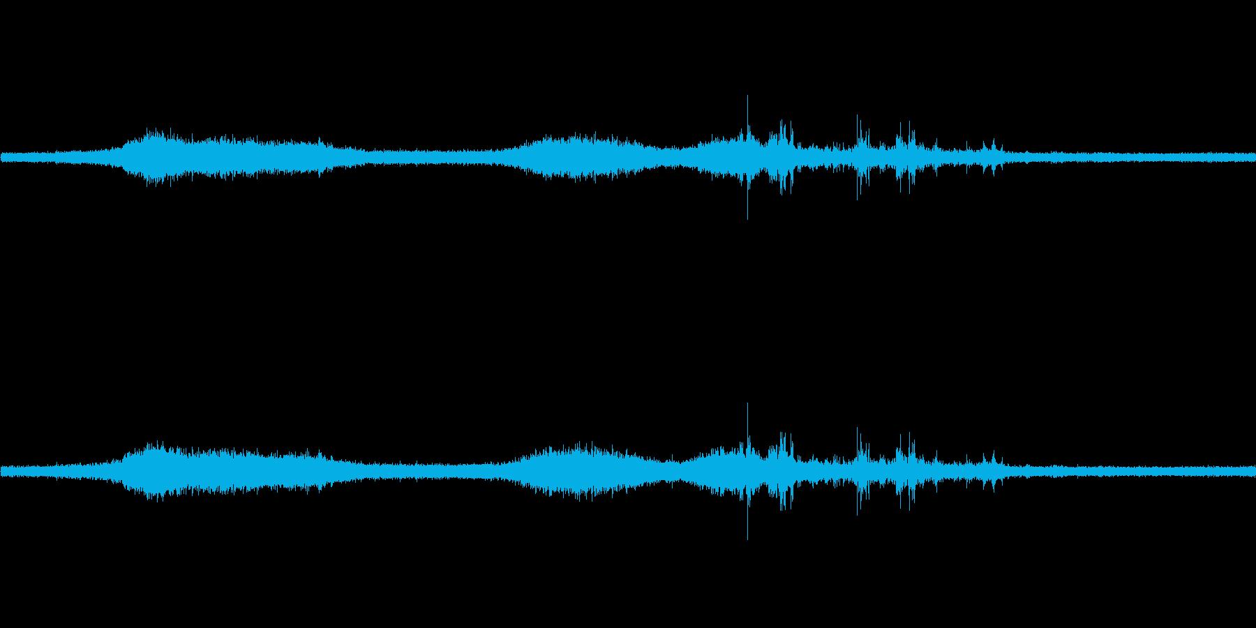 【生音】雷雨23 - 雨と雷と通行音 …の再生済みの波形