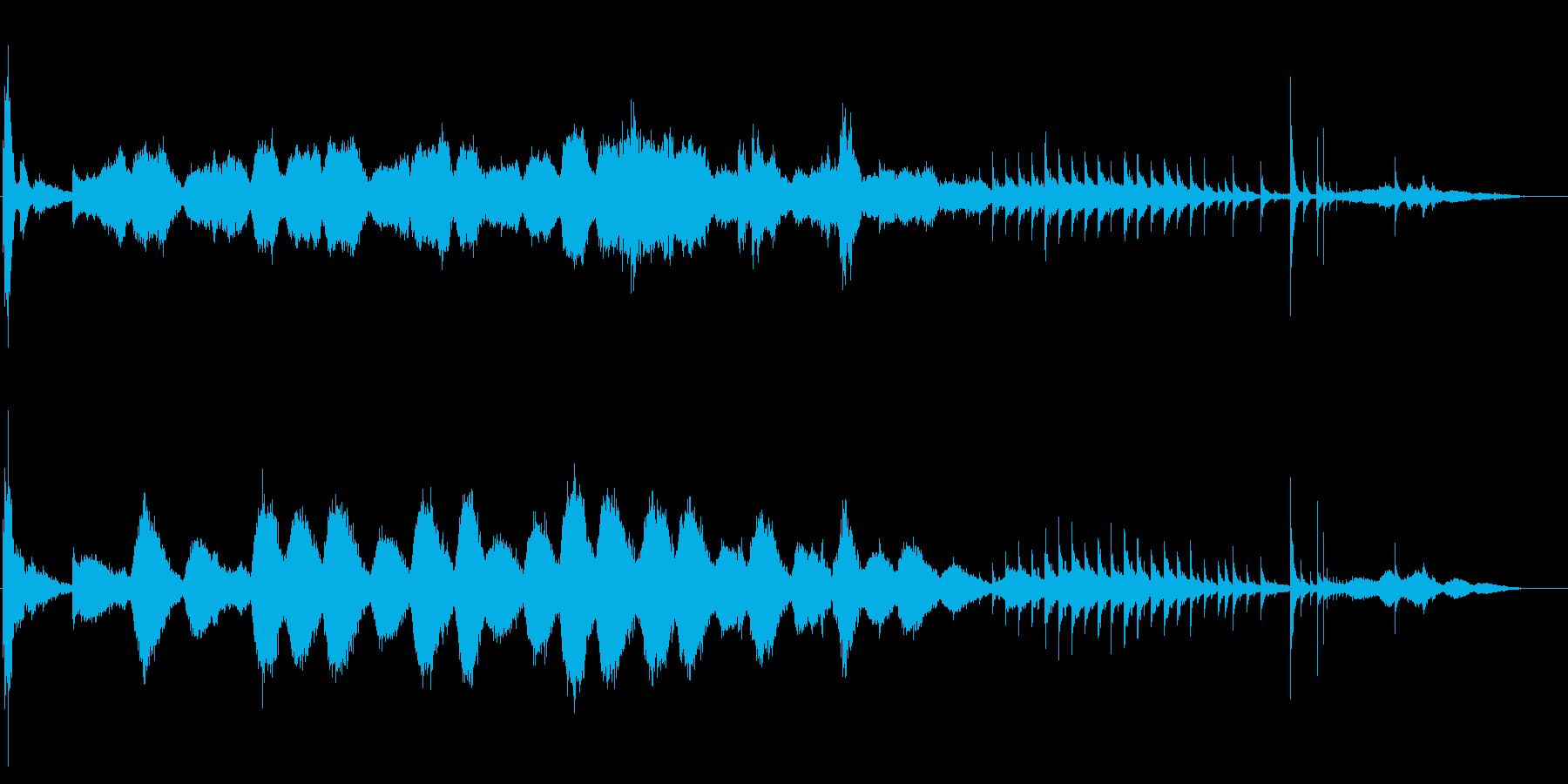 シンセサイザー主体の怪しいBGMの再生済みの波形