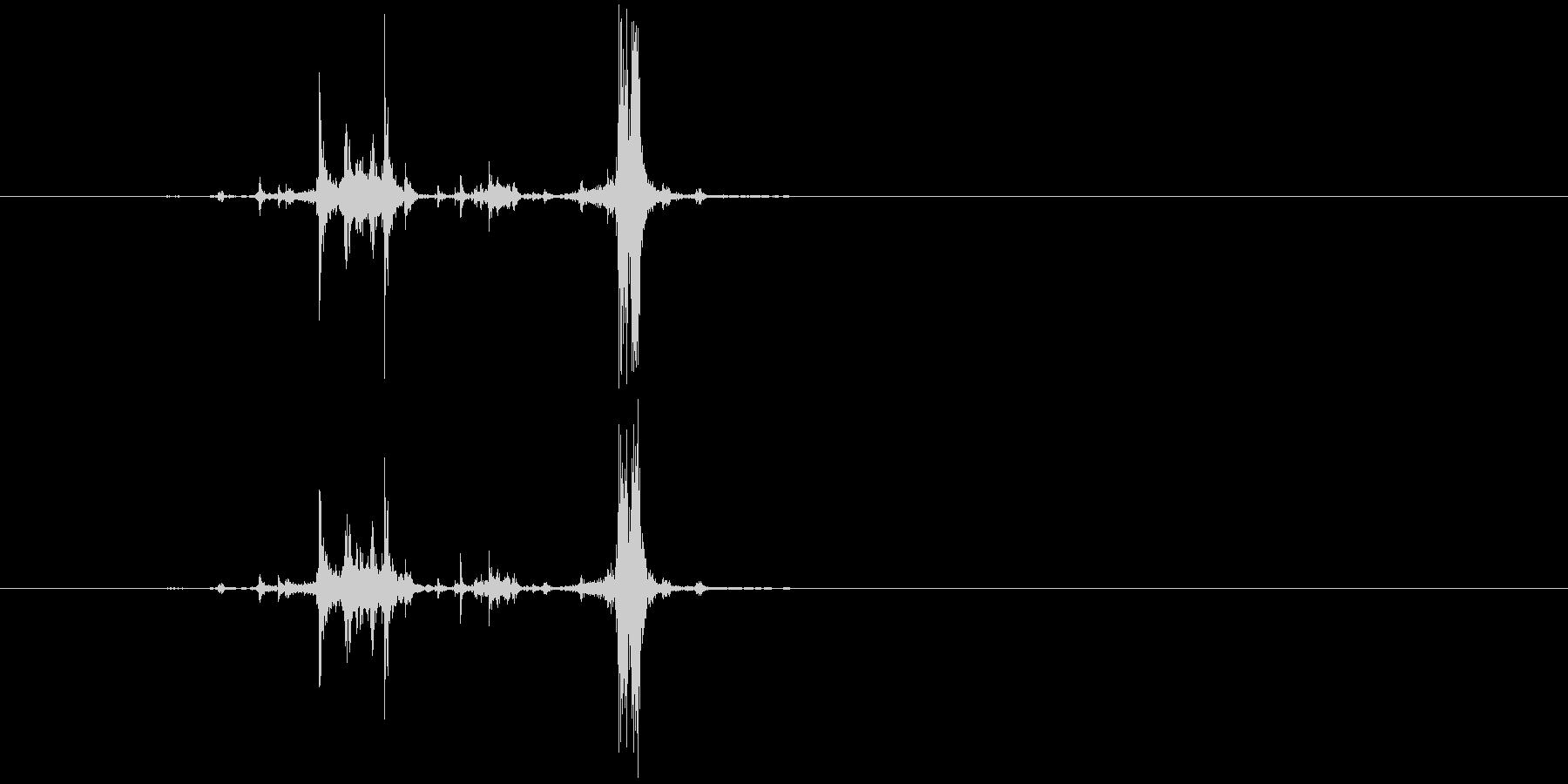 カッシャ(銃弾を装填する音02)の未再生の波形