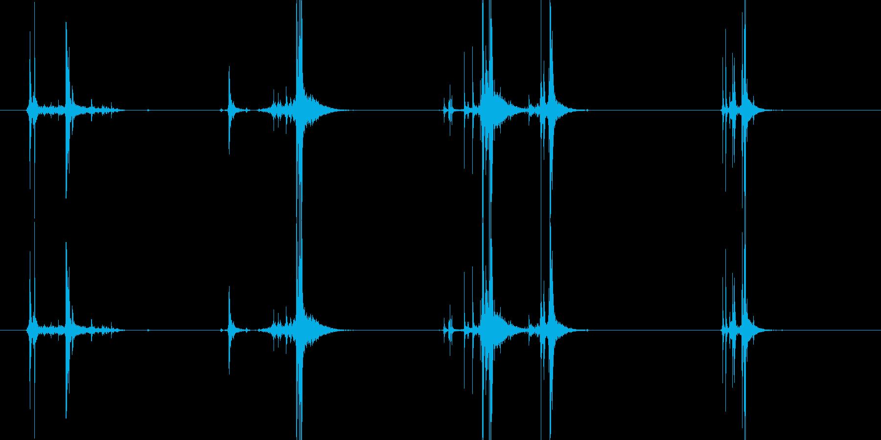 ハンドガンのマガジン交換後、構えるの再生済みの波形