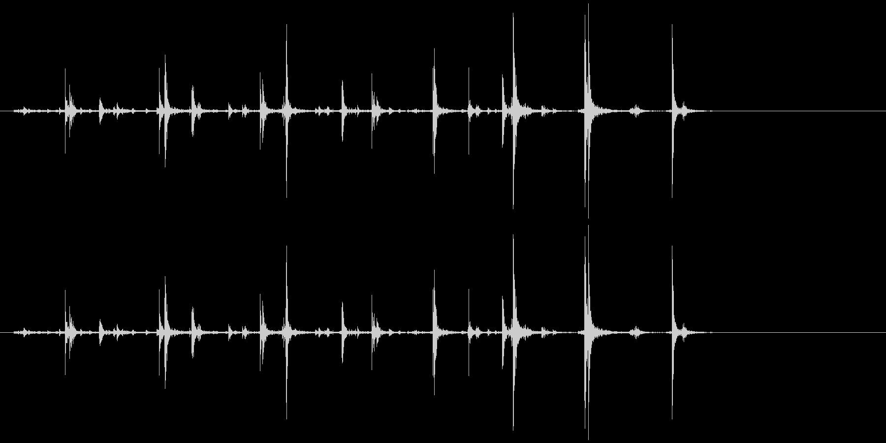 手挽きコーヒーミル 蓋カチャカチャ音の未再生の波形
