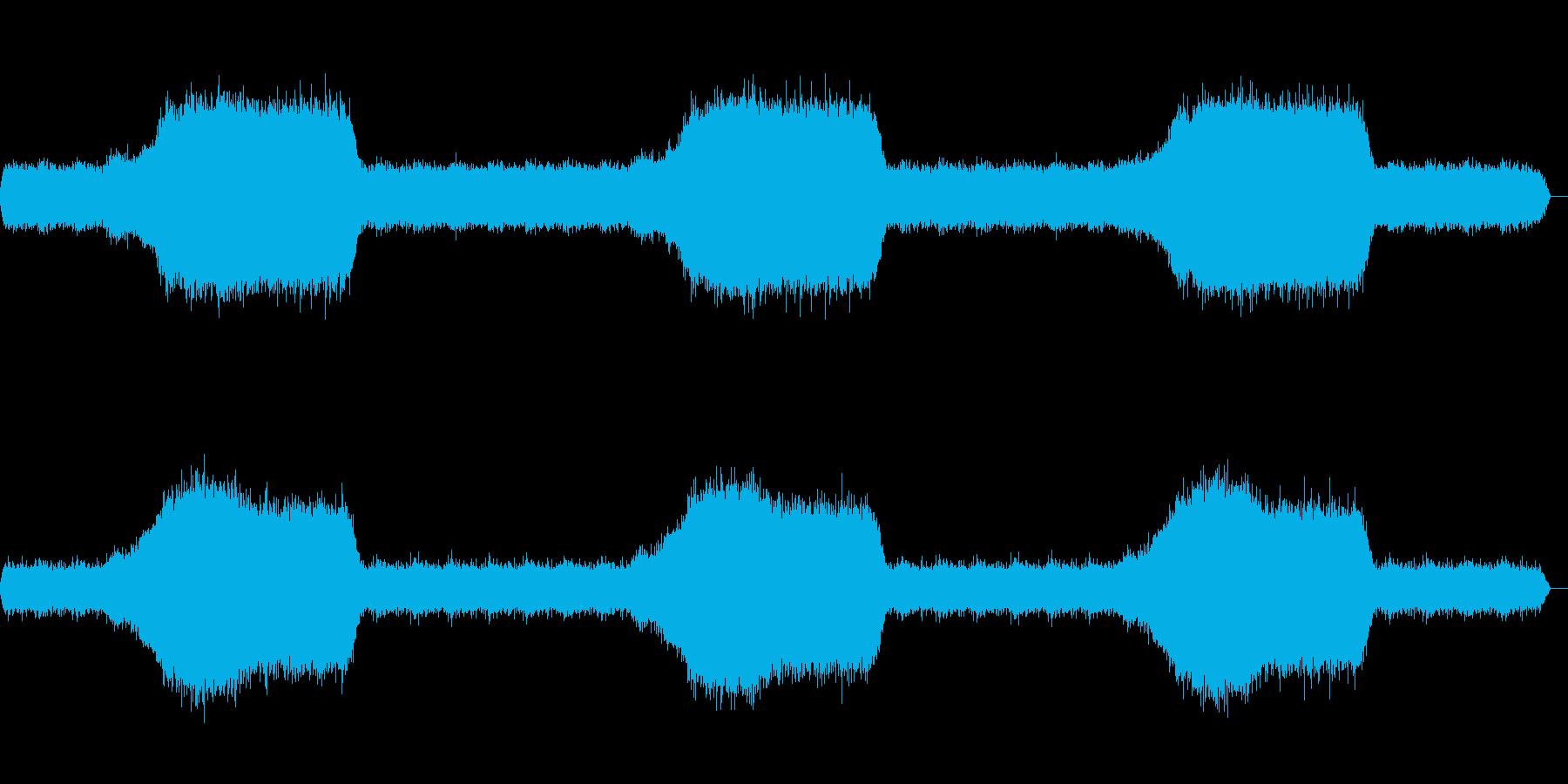 多くの蝉が鳴く場所をバイノーラル録音方…の再生済みの波形
