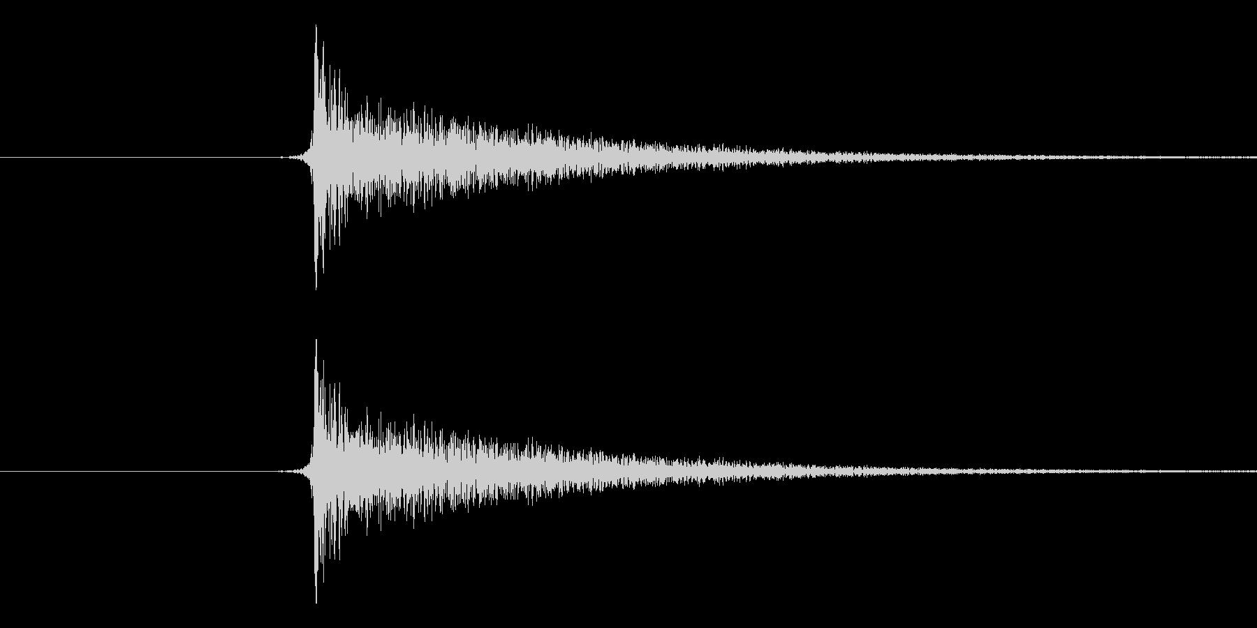 パチンという音です。将棋の駒音などにど…の未再生の波形