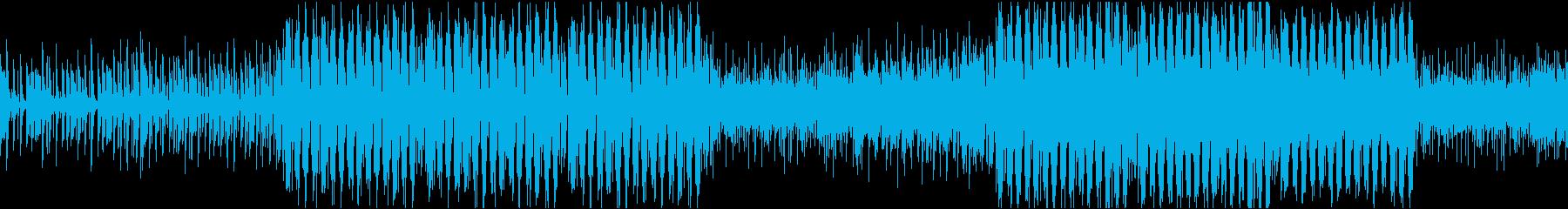 アップビートなピアノと民族音楽のテクノの再生済みの波形